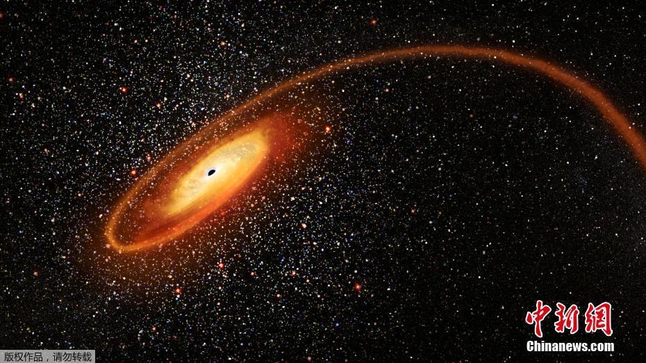 """黑洞吞噬恒星""""大餐""""现场画面壮观"""