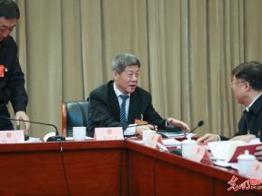 """青海代表团举行会议审议""""两高""""报告"""