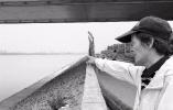 杭州九堡大桥下三人翻下江堤戏水被卷走 两人获救一人遇难