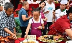 """云南""""廚神""""展技藝 野生菌美食令人垂涎"""