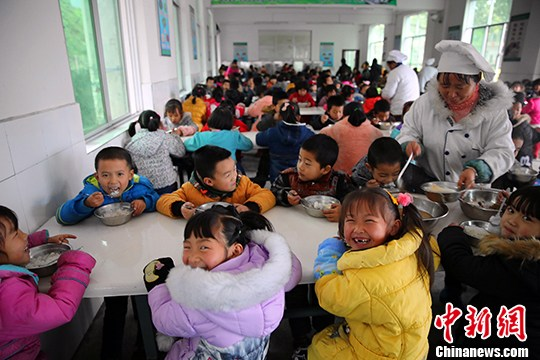 全国学生营养办发预警 要求严格落实学校负责人陪餐制度