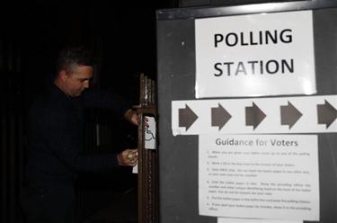 英国议会下院选举即将开始投票