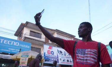 Chinese smartphones wow Africans with excellent selfies