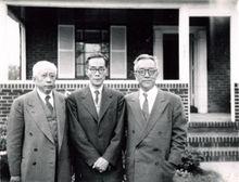 缪云台先生(中)在美国与友人合影