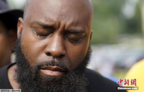 遇害黑人布朗的父亲