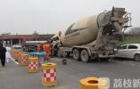 槽罐车追尾平板货车 司机当场身亡