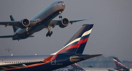 俄罗斯一架客机因驾驶舱冒烟停止起飞 致8人受伤