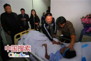社会爱心人士到医院看望慰问李文帅