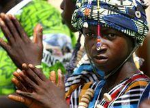 身着民族服装的冈比亚妇女