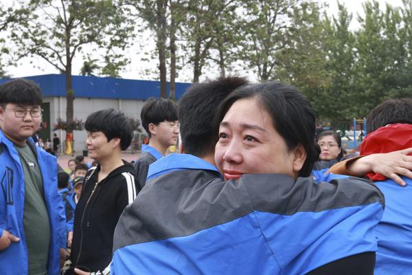 加强学生思想道德建设 河南新华电脑学院举行感恩教育讲座