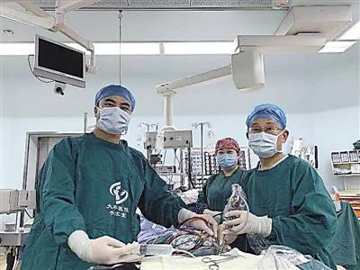 女子五官四肢变粗大 原来得了脑垂体瘤