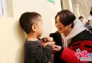 胡杨林、杨美娜、歌浴森等艺人向孤残儿童献爱心