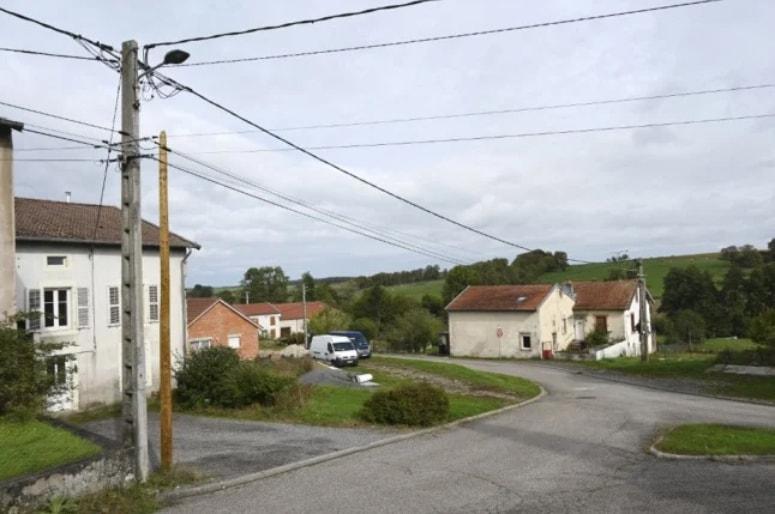 """两名法国修道士纵火焚烧 5G 移动网络天线杆:以此""""提醒民众,谨防 5G 带来的有害影响"""""""