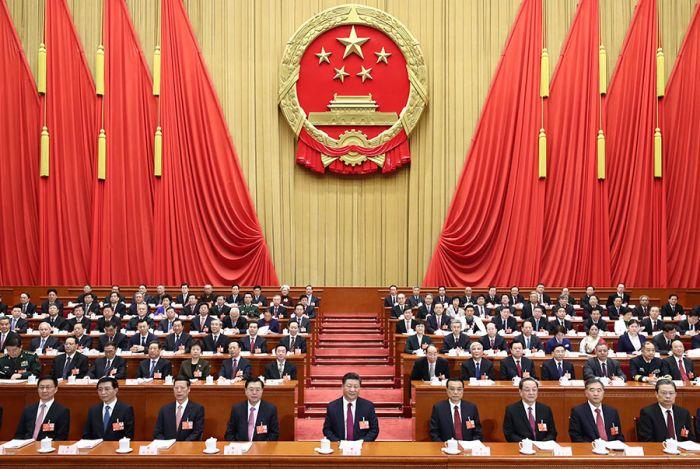 3月5日,第十三届全国人民代表大会第一次会议在北京人民大会堂开幕。党和国家领导人习近平、李克强、张德江、俞正声、张高丽、汪洋、王沪宁、赵乐际、韩正等出席会议。