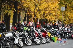 莫斯科举行摩托车游行 重机集体上路超炫酷