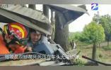 """货车""""一头扎进""""树丛 一人被困 嘉兴秀洲消防破拆救援"""