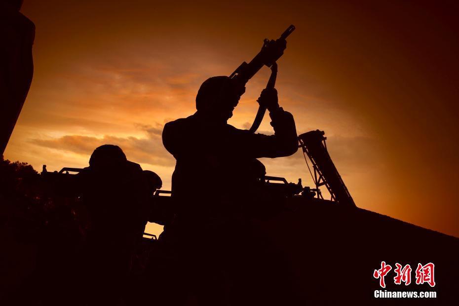 武警武汉支队训练剪影 定格特战队员最帅姿态