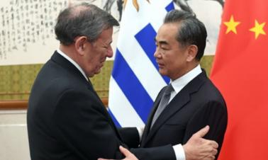 Wang Yi: China has confidence in the future of China-Uruguay ties