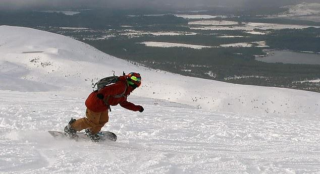 持续降雪 苏格兰凯恩戈姆山已达顶级滑雪条件