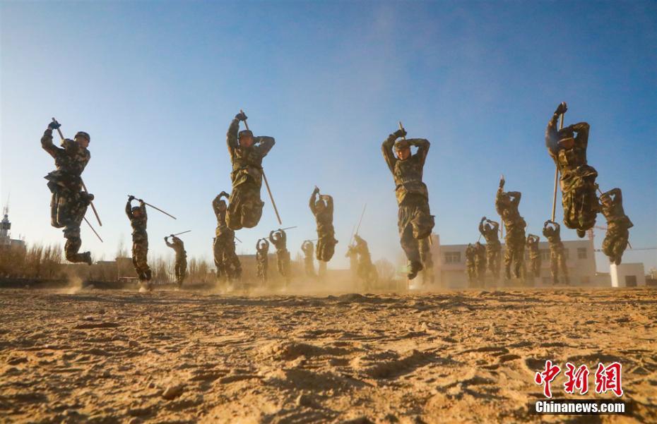 甘肃武警大漠戈壁多项目锤炼实战综合素质