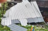 台风掀翻自家屋顶砸坏了邻居房屋 责任谁担?