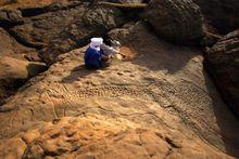 撒哈拉沙漠发现远古部落罕见墓葬群