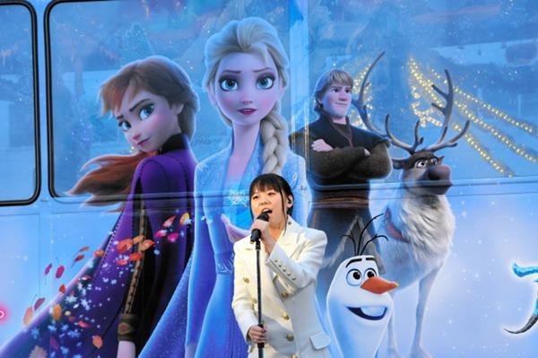日本广岛推出《冰雪奇缘2》涂装圣诞电车