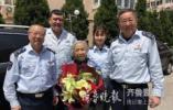 """青岛90岁""""让座奶奶""""一起身就被认出,已坚持让座多年"""