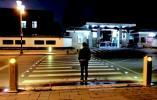 济南首条智慧斑马线投用 一过人自动闪灯还说话