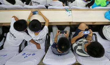 63.8 percent of Chinese children chat online with parents: report