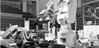 浙大学生研发茶道机器人 不仅会泡茶还能唱小曲
